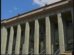 13 dos 17 vereadores eleitos em Bauru, SP, são da base governista - Para a próxima legislatura, o prefeito reeleito de Bauru, Rodrigo Agostinho, do PMDB, terá o apoio de treze dos dezessete vereadores eleitos. Várias caras novas estarão na Câmara a partir de 2013.