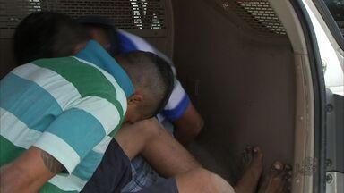 10 pessoas foram capturadas ao tentar resgatar um detendo de uma delegacia de Maracanaú - Com o grupo a polícia encontrou três armas, 109 pedras de crack e maconha.