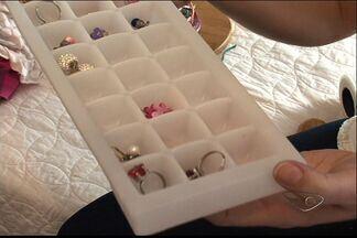 Confira dicas de como deixar as bijuterias e acessórios organizados no ES - Divisória podem ajudar.