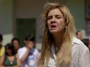 Resumão de Avenida Brasil: Família Tufão pede desculpas à Nina - Carminha é expulsa da casa paroquial por Muricy