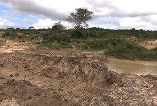 Pelotão Ambiental realiza operação em Sergipe - O Pelotão Ambiental e a Deso realizaram hoje uma operação para identificar locais onde está ocorrendo extração irregular de areia