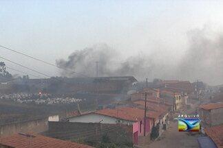 Foco de incêndio é registrado em área comercial de São Luís - Caso ocorreu nesta quarta-feira (10). A demora da chegada do Corpo de Bombeiros foi motivo de reclamação dos moradores.