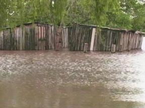 Rio Ibirapuitã em Alagrete, RS, segue subindo - Dezenas de famílias estão abrigadas em casas de parentes ou amigos.