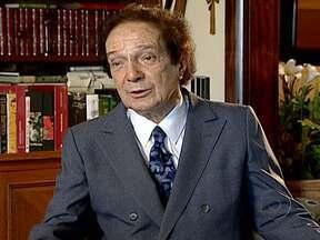 ABL homenageia professor e escritor Eduardo Portella com exposição no Rio - Eduardo Portela é um dos acadêmicos mais antigos. Contribuiu no campo das palavras, na teoria e também na prática. Ocupou cargos no Brasil e no exterior e fez política para defender a democracia.