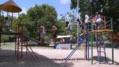 Praça Elvira de Souza recebe programação voltada para a garotada - Grupo Bike Anjinho dedicou o dia para que crianças brinquem ao ar livre, com pula-pula, piscina de bolinas e outras atrações.