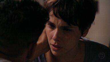 Nina acredita que foi a responsável pela morte de Max - A cozinheira diz que não lembra exatamente o que aconteceu antes de Max ser assassinado