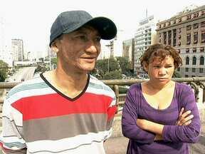 Moradores de rua se mostram honestos até debaixo do viaduto - Os moradores de rua Rejaniel e Sandra voltaram a se inserir na sociedade depois de encontrarem R$ 20 mil em São Paulo e devolverem o dinheiro para o dono. A honestidade foi recompensada com emprego e casa para o casal.