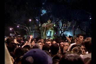 Trasladação reuniu cerca de 1,4 milhões de fiéis nas ruas de Belém - Muitas homenagens marcaram o percurso.