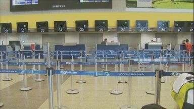 Fechamento de Viracopos dura mais de 40 horas e cancela 450 pousos e decolagens - O fechamento do Aeroporto de Viracopos, em Campinas (SP), que já dura mais de 40 horas cancelou 450 pousos e decolagens na cidade.