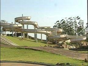 Primeira etapa das obras do Parque Aquático de Itaipulândia deve ser entregue em dezembro - O local ficou abandonado por quase oito anos. Agora, mais de cinquenta pessoas trabalham nas obras.