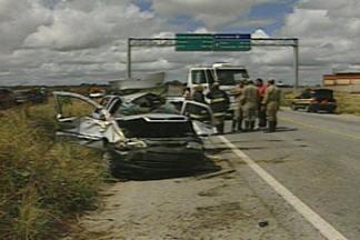 Duas irmãs morrem em acidente de carro na BR 230, perto de Campina Grande - Acidente foi provocado por motorista que tentava ultrapassagem indevida.