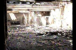 Laudo deve apontar causas do inêncio em prédio histórico de Belém - Vizinhos acreditam que moradores de rua possam ter iniciado o fogo no prédio que estava abandonado.