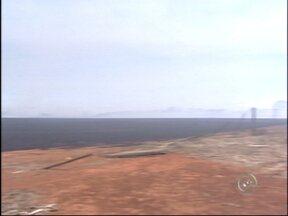 Incêndio em fazenda mobiliza bombeiros em Itapetininga, SP - Um incêndio em uma propriedade rural em Itapetininga (SP) chamou a atenção pela extensão das chamas. A área atingida tem aproximadamente 80 alqueires. De acordo com os bombeiros, o fogo se espalhou após atingir a palha de trigo que estava no solo.