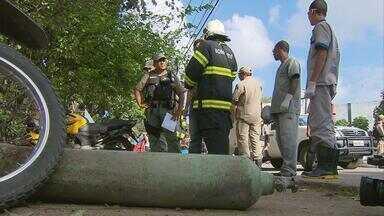 Polícia abre inquérito para apurar explosão de cilindro em frente ao Parque Dois Irmãos - Morreu uma das sete vítimas da explosão do cilindro de gás. O acidente foi na última sexta-feira, Dia da Criança, na praça do Parque de Dois Irmãos.