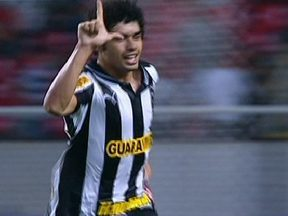Onze gols em três jogos nesta quinta(18) pelo Campeonato Brasileiro - No clássico carioca, vitória do Botafogo de virada sobre o Vasco. O Sport venceu a Ponte Preta e o São Paulo derrotou o Atlético-GO.