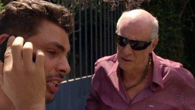 Nina avisa a Jorginho que está no aeroporto de Búzios - Leleco avisa a Ivana que Tufão e Nina foram salvos por Carminha. Na mansão, todos comemoram