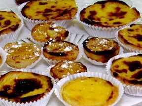 Doces portugueses de ovos surgiram em conventos - As claras eram usadas para fazer goma de passar roupa e sobravam as gemas. As receitas tradicionais levam dúzias de ovos. Nas escolas de gastronomia, alunos aprendem como quebrar os ovos e o ponto correto da calda.
