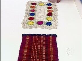 Ana Maria mostra tapetes de crochê presenteados por dona Nina - Apresentadora agradece o carinho da aposentada sorocabana