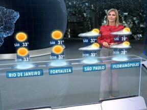 Sexta-feira (26) será mais quente em grande parte do Brasil - Com as máximas acima dos 30°C na maioria das capitais. As temperaturas só não sobem muito no Sul do país, onde ficam agradáveis. O risco de temporais é maior na faixa escura entre Santa Catarina, o sul de Minas e o de Mato Grosso.