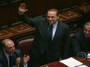 Ex-primeiro ministro italiano Silvio Berlusconi é condenado a prisão - A justiça o considerou culpado por fraude fiscal num processo que investigava a compra de direitos de exibição de filmes para suas emissoras de tv. A pena de quatro anos de prisão foi reduzida para um ano por causa de uma lei de anistia.