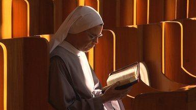 Terra de Minas mostra como vivem em clausura freiras de um mosteiro em Belo Horizonte - A entrada de visitantes é proibida em parte do convento, mas a reportagem conseguiu uma autorização especial para mostrar a vida dedicada ao recolhimento e à oração.