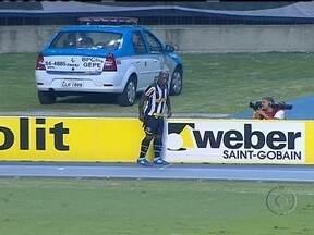 Botafogo goleia Atlético-GO por 4 a 0, mas perde Seedorf por lesão - O alvinegro fez o trabalho de casa com empenho, mas nem tudo foi perfeito neste sábado. O craque holandês saiu de jogo chorando, por conta de uma lesão na coxa direita.