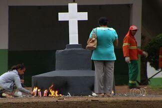 Veja a programação especial para o Dia de Finados em Goiânia - Mais de dez linhas de ônibus vão ter rotas especiais. Dentro dos cemitérios já está tudo praticamente pronto para receber o público.
