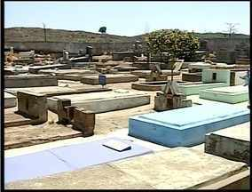 Cemitérios de Valadares recebem os últimos preparativos para o dia de finados - Cemitérios de Valadares recebem os últimos preparativos para o dia de finados.