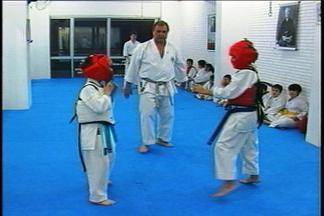 Karatecas se preparam para competição - Campeonato Estadual de Karatê será nos dias 09 e 10 de novembro em Passo Fundo