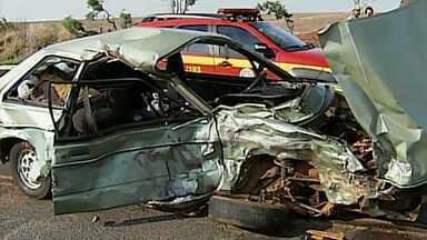 Um morre e três ficam feridos em acidente na BR-452, em Uberlândia - Um dos feridos está em estado grave.
