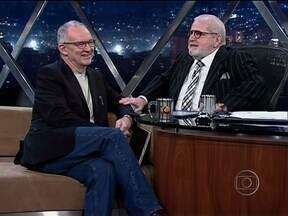 Jô entrevista o professor Charles Watson - Artista escocês, ele ensina e faz arte no Brasil há 30 anos.
