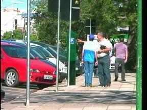 Começa a ser cobrado o estacionamento rotativo em Uruguaiana, RS - Sistema ainda divide opiniões.