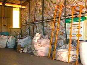 Mato Grosso é exemplo em recolhimento de embalagens vazias de agrotóxicos - Os produtores rurais têm levado os materiais ao destino correto e além de contribuir com o meio ambiente, ajudam no desenvolvimento da indústria da reciclagem.