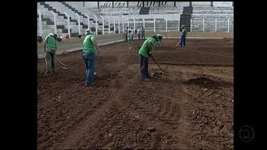 Araxá vai ter campo novinho na volta à primeira divisão do Campeonato Mineiro - Nova grama do Estádio Fausto Alvim começou a ser plantada.