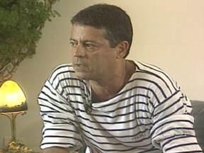 Corpo do ator e diretor Marcos Paulo deve ser velado e cremado nesta segunda (12) - O diretor, que sofreu uma embolia pulmona, neste domingo (11), já havia enfrentado um tratamento contra um câncer no esôfago. Marcos Paulo atuou na primeira novela em São Paulo e também participou do primeiro programa em cores da TV brasileira.