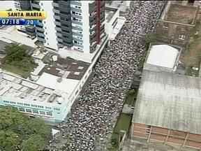Romaria a Nossa Senhora Medianeira reúne milhares de devotos em Santa Maria, RS - Expectativa é de que 300 mil pessoas tenham participado da procissão.