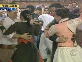 Formaturas de grupos de danças gauchescas são realizadas na Região Metropolitana - Eventos marcaram o fim de semana no RS.