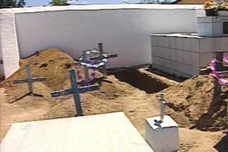 Família descobre que velava corpo de desconhecido durante funeral na PB - Em Cruz do Espírito Santo, corpo foi trocado com de agricultor da cidade de Araruna. Entenda como foi essa história.