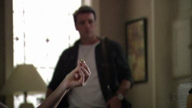Salve Jorge - Capítulo de segunda-feira, dia 12/11/2012, na íntegra - Érica entrega a aliança de Morena para Théo
