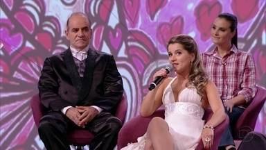 Casal fala sobre a grande diferença de idade no relacionamento - Pai foi resistente ao casamento da filha, mas entrou com ela na cerimônia