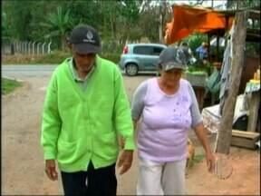 Cidadã de Mogi das Cruzes espera documento de identificação para idoso há um ano - Uma moradora de Mogi das Cruzes espera um documento de identificação da justiça para um andarilho há um ano. Depois de acolher um homem há 18 anos, ela luta para conseguir os documentos.