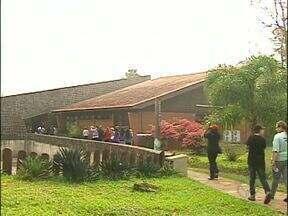 Pacientes do poliambulatório do Porto Meira fazem caminhada no refúgio Bela Vista - Pacientes com colesterol alto, diabetes e outras doenças crônicas fizeram uma caminhada pelo refúgio biológico de Itaipu.