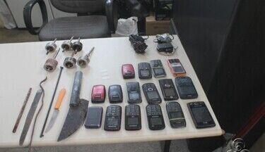 Polícia apreende celulares e armas em presídio no Centro de Manaus - Fiscalização foi realizada na Cadeia Pública Raimundo Vidal Pessoa.