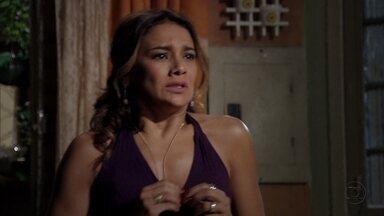 Lucimar descobre que sua casa irá a venda - A mãe de Morena se desespera