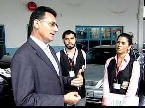 Procon fiscaliza revendas de carros de Uberaba, MG - Dos 25 estabelecimentos visitados, 16 foram autuados. Órgão orienta que consumidores exijam garantias por escrito.