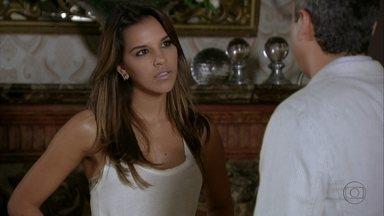 Drika conversa com Stenio sobre Bianca - Ela não consegue aceitar a nova namorada do pai. Ele pede que a filha entenda e respeite sua decisão. Stenio e Bianca conhecem Zyah