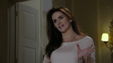 Amanda exige que Carlos expulse Yolanda da festa - Ele se irrita com a esposa e vai para um bar