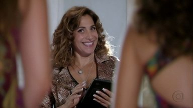 Antônia e Wanda vão anunciar as selecionadas - Santiago aparece e Wanda fica tensa
