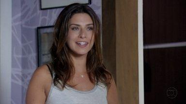 Márcia dá forças para Érica voltar com Théo - Ciro conversa com o capitão sobre a tenente. Já em casa, Érica comenta com Márcia e Julinha sobre o ex