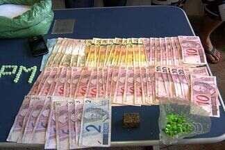 Presos em GO suspeitos de manter laboratório de refino em casa - Três homens foram presos em Goiânia suspeitos de manter um laboratório de refino e produção de drogas em uma casa na região noroeste da capital.